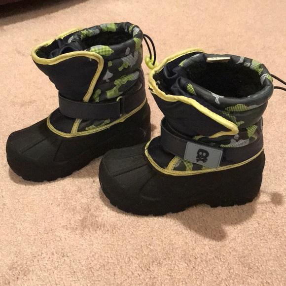 c8ea146a5569 Athletech Other - EUC boys snow boots